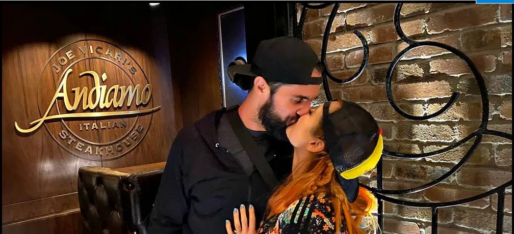 Seth Rollins and becky Lynch kiss