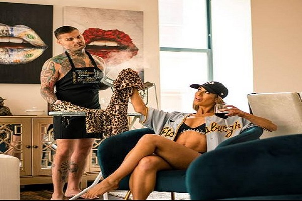 Corey Grave replies Carmella says Carmella is throwing herself at him for sex