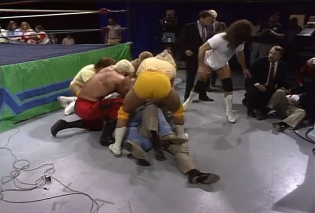 Dusty Rhodes used baseball bat to knock Tully Blanchard and David Crockett to the ground