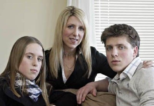 Owen Hart Widow and children
